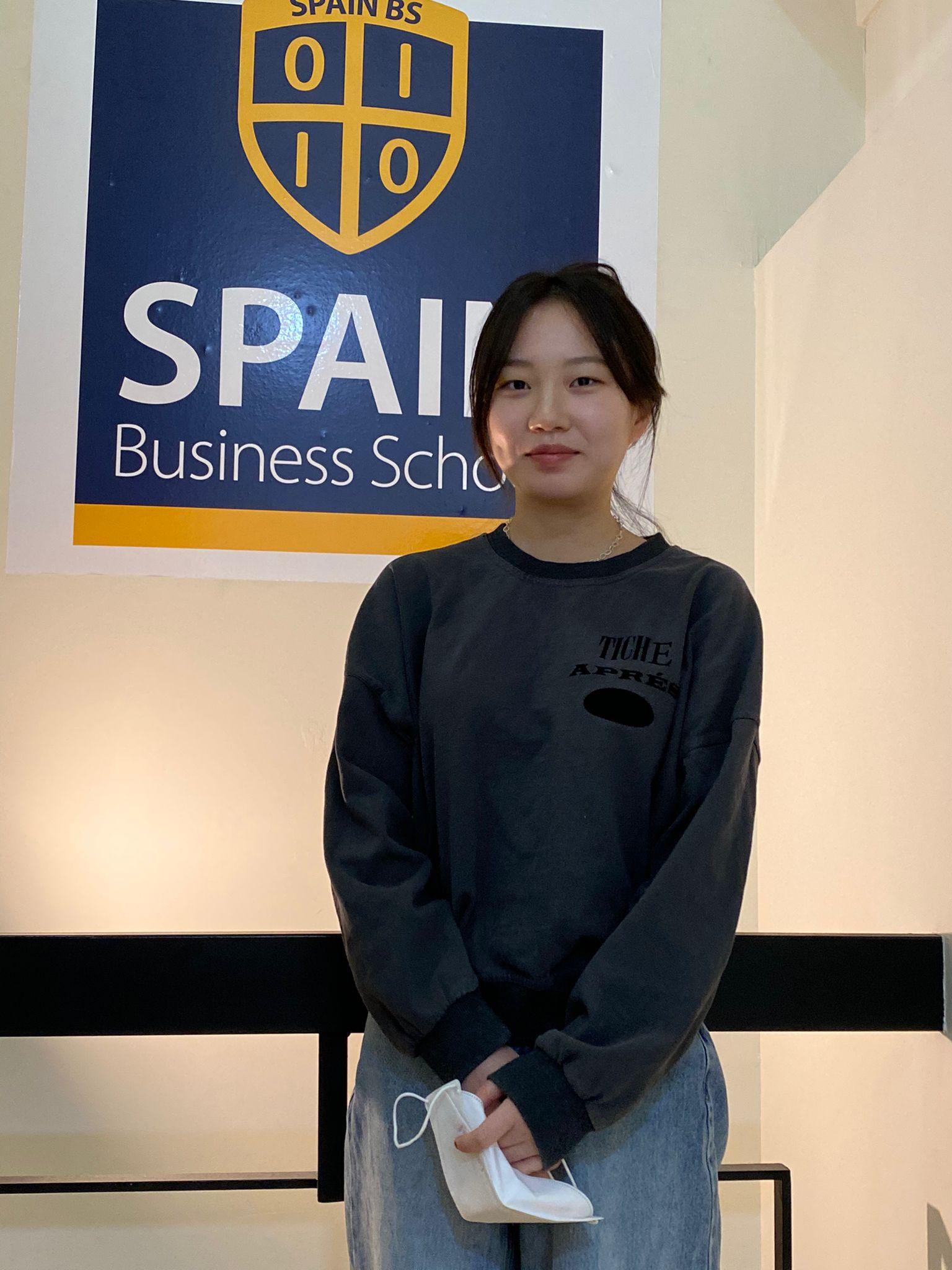 Enji Song escoge SpainBS para especializarse en análisis de datos
