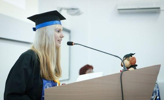 Los postgrados deberían de ser un derecho universal, no una llave solo para algunos privilegiados